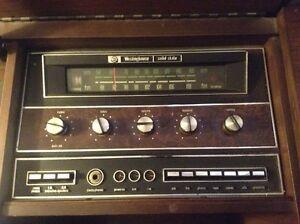 Westinghouse Solid State Stereo in a solid Maple Cabinet.>>$400. West Island Greater Montréal image 7