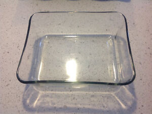 set of 2 Pyrex dishes