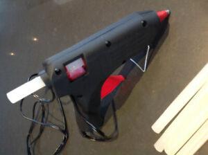 Fusil à colle électrique avec bâtonnets de colle