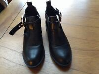 GIRLS OR LADIES SHOE BOOTS Size 3