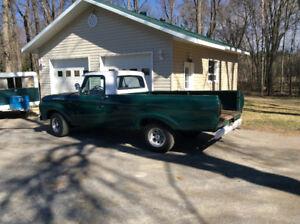 1961 Ford F100 unibody. Classic truck!