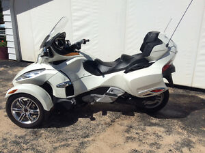 Pristine 2011 Can-Am spyder RT Strathcona County Edmonton Area image 7