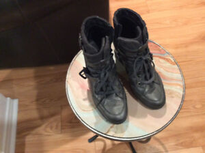 Geox boots/ bottes with laces- fashion Aubaine Geox, Excellent