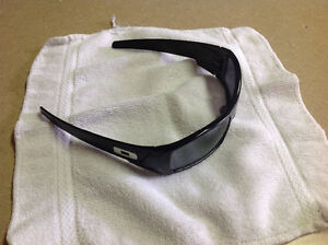 Oakley sunglasses ( Gascan - Authentic )