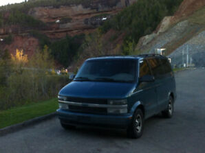 Chevrolet Astro 2001, perfect for road trips and camping
