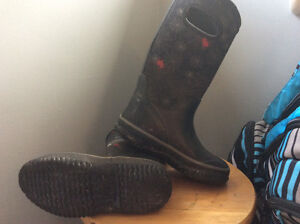 Bog style boots boys size 12