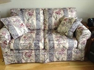 LOVE SEAT - IMMACULATE CONDITION