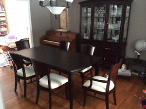 DINING TABLE 4 CHAIRS 80 TEL 519 362 6181 CALL OR TEXT