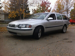 REDUCED PRICE 2002 Volvo V70 w/Sunroof Wagon