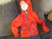 Children's orange raincoat, age 7 -njo