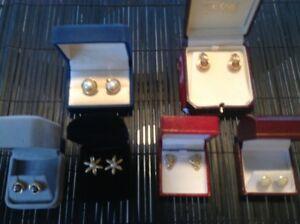 Bijoux: boucles d'oreilles, colliers et bracelets