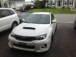 Subaru WRX 2011 blanc - Très bonne condition