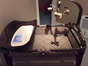 Graco pack & play with change table Stratford Kitchener Area image 6