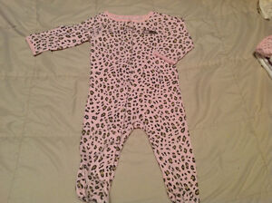 Carter's pj size 9 months but fits 6-9