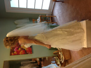 Gorgeous lace gown Cambridge Kitchener Area image 4