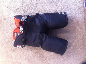 Goalie Pants youth large- tags still on them