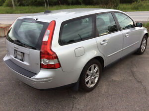 2006 VOLVO V50 WAGON RARE 5 SPEED.ABSOLUTELY MINT CONDITION!!!