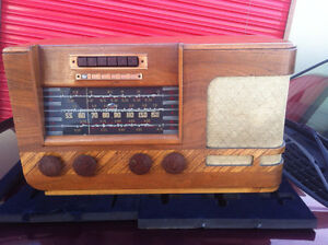 1939 JK-70 GE Radio with a red tuning light works