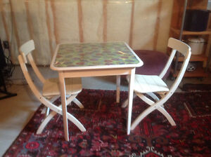 Table and chairs London Ontario image 1
