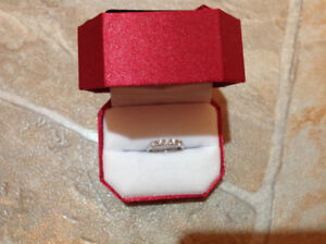 Lots of Brillance with this .50ct 5 Across wedding/Anniversary R