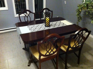Dining table set with Corner Hutch