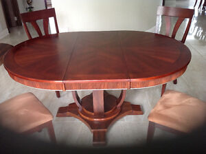 Dining table with 6 bermex chairs in excellent condition