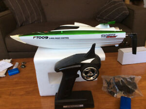 WATERCOOLED RC HIGH PERFORMANCE RACING BOAT | NEEDS NEW BATTERY