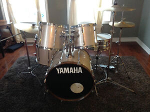 Yamaha Power V Special (Stage Custom) with Sabian AA Cymbal Set