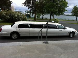 2000 Lincoln Town Car executive limousine