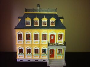Playmobil Victorian Mansion - with furniture and poeple West Island Greater Montréal image 1