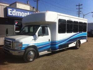 2009 Ford E-450 24 Passenger Shuttle Bus