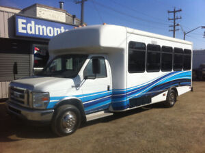 2009 Ford E-450 24 Passenger Shuttle Bus