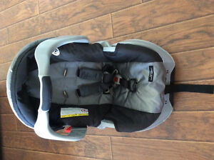 Graco Infant Car Seat and Quick Release Base