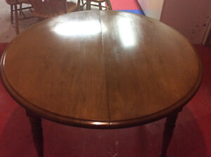 Round solid maple extendable kitchen table $85.00
