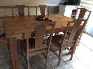Table de cuisine et 5 chaises