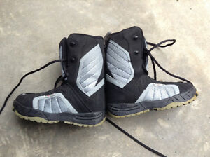 Snowboard boots size 4 in excellent condition