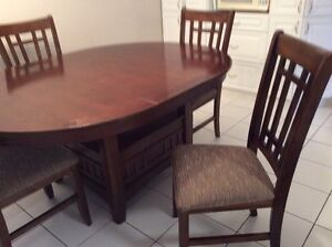 Table and 4 chairs/chaises EXCELLENT CONDITION! Gatineau Ottawa / Gatineau Area image 1