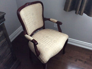 BEAUTIFUL CHAIR *** NEW FIRE SALE PRICE *** OPEN TO OFFERS !!!