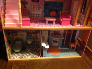 Doll house with elevator London Ontario image 4