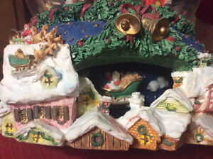 Christmas Glass Waterglobe Music Box Belleville Belleville Area image 4