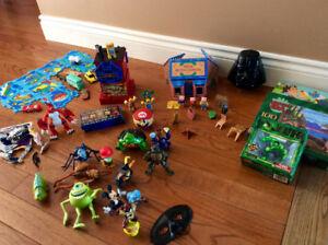 Boite de figurines et jeux pour garçon