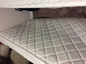 Single mattress and box spring