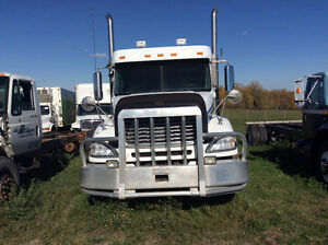2007 Freightliner Columbia Tandem Tractor With Sleeper