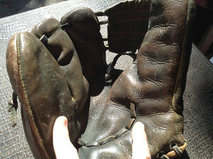 RARE**Beautiful ANTIQUE KIDS LEATHER 3 finger ball gloves mitts Cambridge Kitchener Area image 5