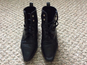 BLACK LEATHER BOOTS-SIZE 8