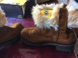 CAT LADIES BOOTS (As new condition) - UK Size 3 (Branded)