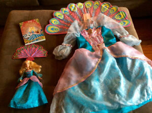 Ensemble princesse: robe, DVD Disney et Barbie chantante