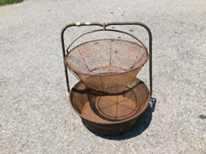 ANTIQUE OUTDOOR LOBSTER OR CLAM COOKING POT.