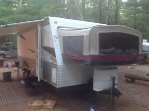 2009 Forest River 18' Hybrid Trailer in great condition