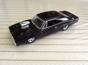 FOR SALE:  1970  DODGE CHARGER 1:24 scale  DIECAST